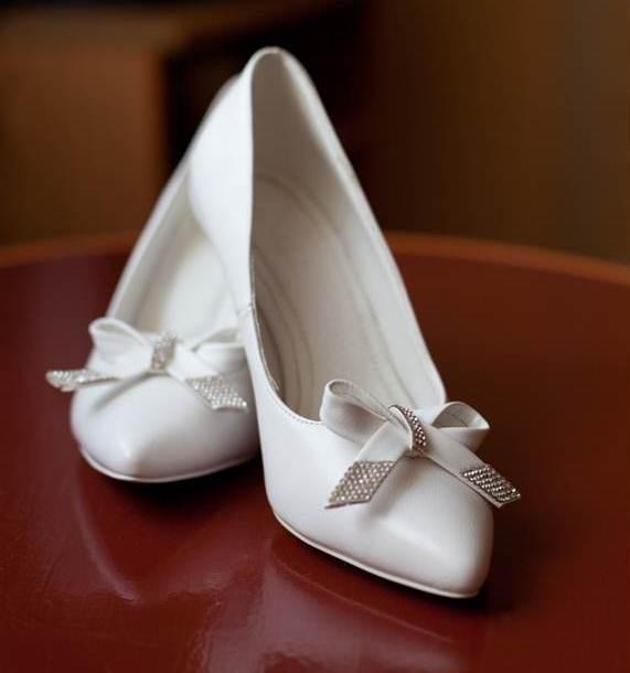 Цвет белый, р-р 36, каблук 7 см, б/у 1 раз, в хорошем состоянии. Регион. Продам свадебные туфли - Женская обувь