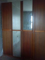 Продам вместительный деревянный шкаф в хорошем состоянии