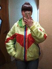Яркая куртка